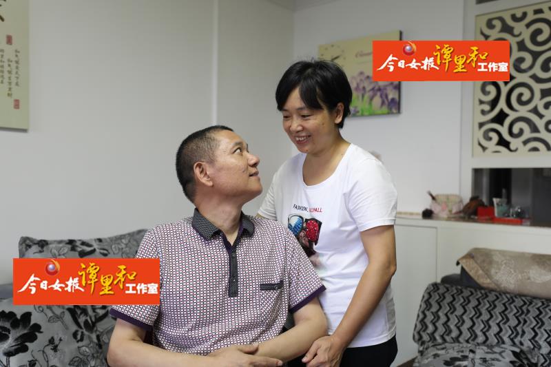 """守护重病民警丈夫14年:身体""""渐冻"""",恩爱渐浓"""