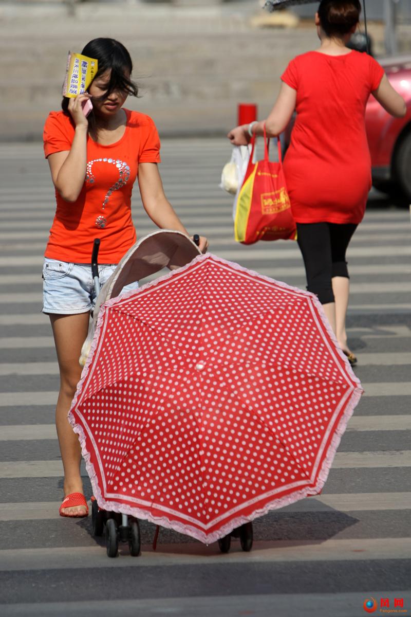 用生命来防晒 长沙妹子应对酷暑高温