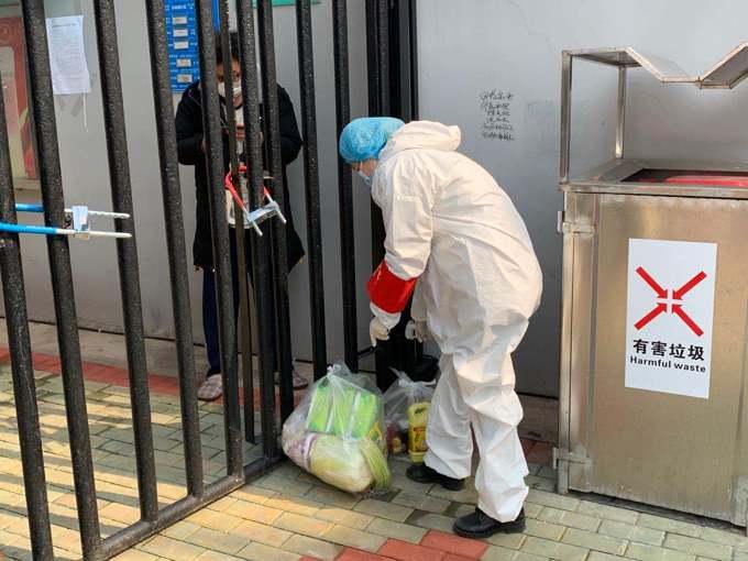 闫玉兰的媳妇疫情期间在武汉当志愿者.jpg
