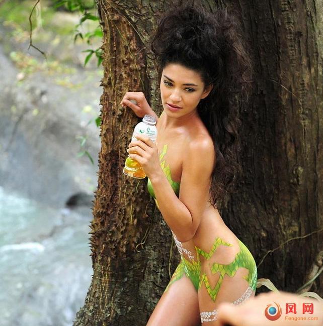 《绯闻女孩》杰西卡·斯佐尔裸身彩绘代言
