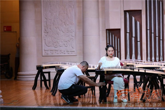 15岁截瘫女孩参加古筝比赛