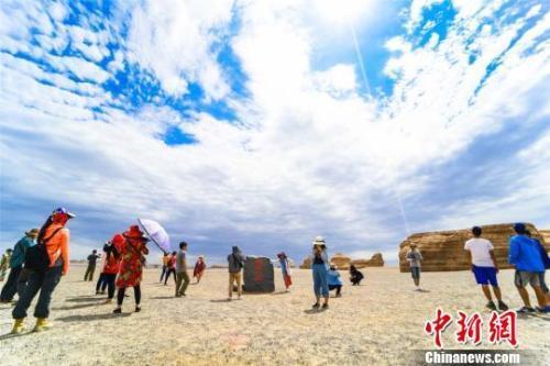 青海茶卡盐湖垃圾成堆 文明旅游 网红景区 景区乱象