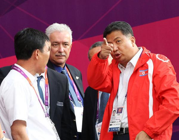 伦敦奥运 女足小组赛 朝鲜国旗挂错 韩国国旗
