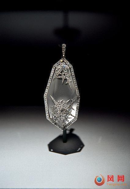 沙俄传世珠宝展:精美绝伦钻石镶紫水晶胸针