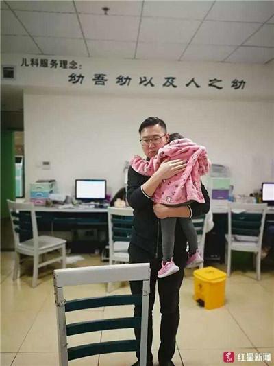 医生女儿突发高烧 病人:先治她吧,医生:还是先治你吧