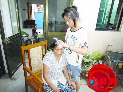 女孩 照顾 养父 奶奶 重病