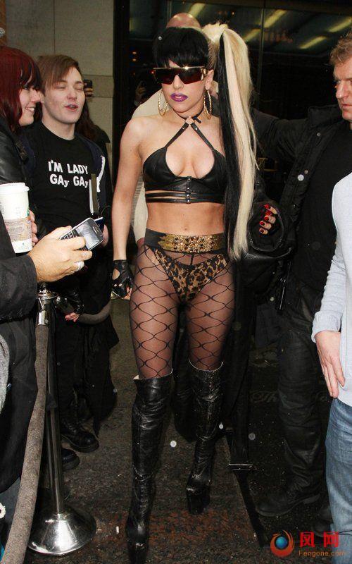 Lady GaGa 露臀 豪乳